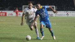 Indosport - Persib Bandung akan memulai putaran kedua dengan bertandang ke markas Tira-Persikabo (14/9/19).