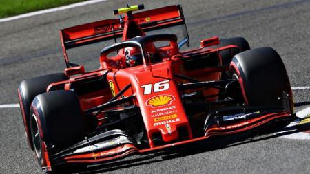 Pembalap Formula 1 tim Ferrari, Charles Leclerc, mampu jadi yang tercepat di sesi latihan bebas ke-3, Free Practice 3 GP Singapura. - INDOSPORT