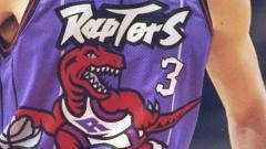 Indosport - Jersey lama Toronto Raptors yang akan dikenakan pada musim 2019/20.
