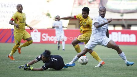David da Silva berhasil membuat Persebaya Surabaya unggul 2-0 atas Bhayangkara FC
