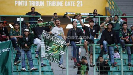Kegembiraan Bonek setelah Persebaya Surabaya menang 2-0 atas Bhayangkara FC