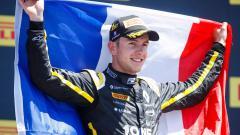 Indosport - Pembalap Formula 2 asal tim BWT Arden, Anthoine Hubert, yang tewas dalam kecelakaan di GP Belgia 2019.