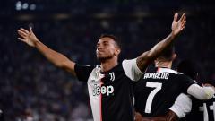Indosport - Pemain Juventus. Danilo, merayakan golnya ke gawang Napoli, Minggu (01/09/19) dini hari WIB.