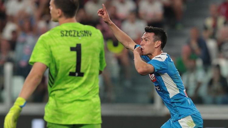 Hirving Lozano mencetak gol ke gawang Juventus dalam laga pekan ke-2 Serie A, Minggu (09/01/19). Copyright: Twitter @JuanDirection58
