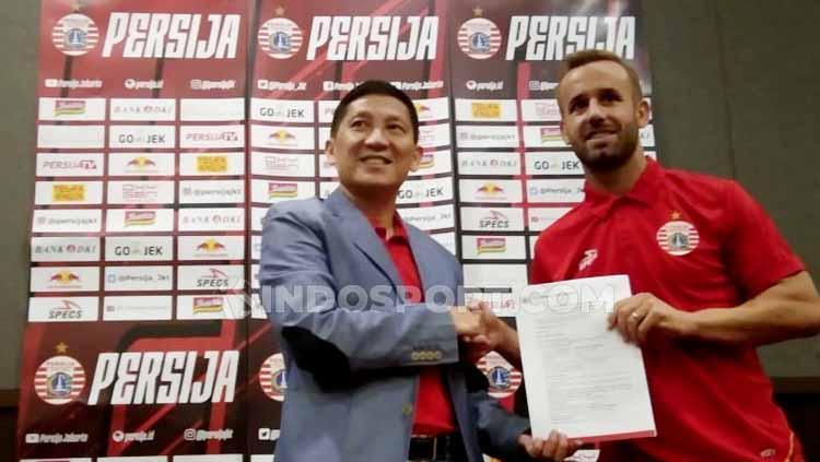 Perkenalan pemain baru Persija Jakarta Joan Tomas Campasol dan Fachrudin Aryanto oleh CEO Persija, Ferry Paulus. Copyright: Zainal Hasan/INDOSPORT