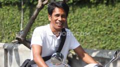 Indosport - I Made Pasek Wijaya, legenda Timnas Indonesia yang kini jadi pelatih Bali United U-18.