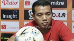 Indosport - Pelatih sementara Madura United, Rasiman (MO Madura United).
