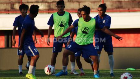 Klub Liga 2 Sulut United, akan menggelar pemusatan latihan di Pulau Jawa, tepatnya di Yogyakarta. - INDOSPORT