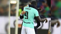 Indosport - Striker Inter Milan, Romelu Lukaku mengungkap strategi dari sang allenatore, Antonio Conte saat ia dipasangkan dengan pemain asal Argentina, Lautaro Martinez.