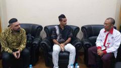 Indosport - Otavio Dutra saat bertemu dengan Sekretaris Menpora Gatot S Dewa Broto.