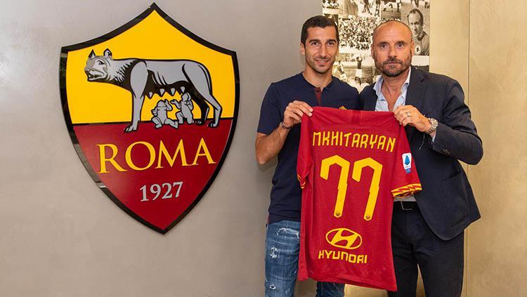 Henrikh Mkhitaryan resmi ke AS Roma. Copyright: Twitter.com/@ASRomaEN