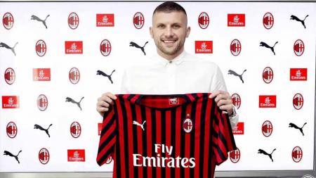 Resmi menjadi pemain AC Milan, Ante Rebic sudah tak asing dengan Serie A Italia karena sempat membela Fiorentina dalam tiga musim. - INDOSPORT