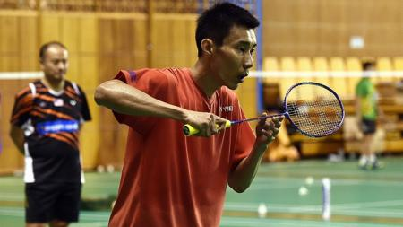 Legenda bulutangkis Malaysia, Lee Chong Wei berhasil mengalahkan Hendra Setiawan untuk terpilih sebagai pebulutangkis putra terbaik sedekade versi BWF. - INDOSPORT