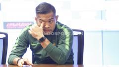 Indosport - Jumpa pers Timnas Indonesia jelang melawan Timnas Malaysia di Pra Piala Dunia 2019 yang dihadiri pelatih Simon McMenemy dan Kapten tim Andritany di Media Center Stadion GBK Senayan, Jakarta, Rabu (04/09/19).
