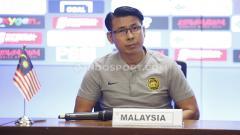 Indosport - Jumpa pers Timnas Malaysia jelang laga Pra Piala Dunia 2019 melawan Timnas Indonesia yang dihadiri pelatih Tan Cheng Hoe dan perwakilan pemain kiper Farizal Marlias di Media   Center Stadion GBK Senayan, Jakarta (04/09/19).