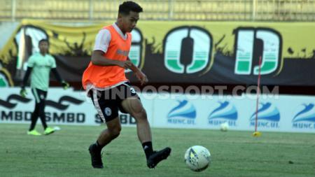 Samuel Christianson memilih berlabuh ke klub Liga 1 lainnya, Madura United. - INDOSPORT