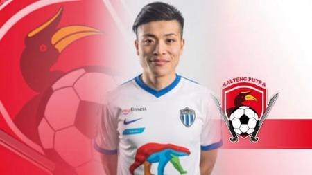 Pemain asal Jepang, Takuya Matsunaga mengaku sangat senang dengan atmosfer sepak bola di Indonesia. - INDOSPORT
