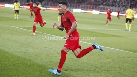 Beto Goncalves berselebrasi usai mencetak gol ke gawang Malaysia, Kamis (09/05/2019). Foto: Herry Ibrahim/INDOSPORT