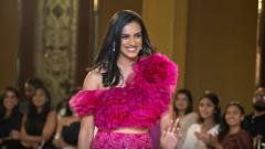 Indosport - P.V. Sindhu mengenakan gaun rancangan Shriya Bhupal