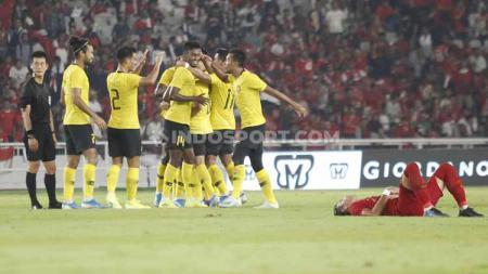 Para pemain Timnas Malaysia merayakan kemenangan atas Timnas Indonesia, Kamis (05/09/2019). - INDOSPORT