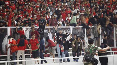 Dampak kerusuhan vs Malaysia, sanksi FIFA menanti Indonesia. - INDOSPORT