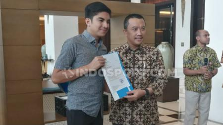 Menpora Indonesia Imam Nahrawi bertemu dengan Menpora Malaysia Syed Saddiq usai laga Kualifikasi Piala Dunia 2022 antara Indonesia vs Malaysia. - INDOSPORT