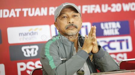 Mantan pelatih Timnas Indonesia U-19, Fakhri Husaini. - INDOSPORT