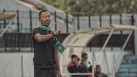 Pelatih Persebaya Surabaya U-20, Uston Nawawi. - INDOSPORT
