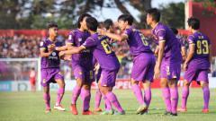Indosport - Aksi selebrasi pemain Persik Kediri menang atas Persis Solo.