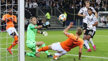Skuat Belanda merayakan gol ke gawang Jerman pada laga Kualifikasi Euro 2020, Sabtu (07/09/19) dini hari WIB. - INDOSPORT