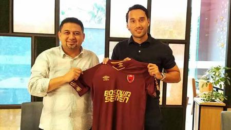 Ezra Walian saat diperkenalkan sebagai pemain baru PSM Makassar, Sabtu (07/09/19). - INDOSPORT