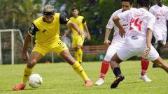 Indosport - Bruno Matos dan para pemain Bhayangkara FC lainnya digembleng latihan dua kali sehari oleh pelatih Paul Munster.