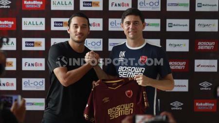 Striker anyar Juku Eja Ezra Walian (kiri) dan pelatih PSM Makassar Darije Kalezic (kanan). - INDOSPORT