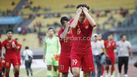 Eskpresi wajah lesu ditunjukan oleh para pemain Timnas Indonesia U-19 di Stadion Patriot. - INDOSPORT