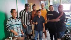 Indosport - Tiga pemain Jan Lammers, Olisa dan Vanderlei Francisco akan segera merapat bersama Semen Padang.