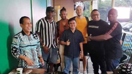 Tiga pemain Jan Lammers, Olisa dan Vanderlei Francisco akan segera merapat bersama Semen Padang. - INDOSPORT