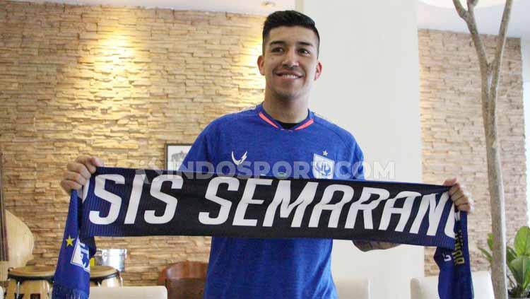 Perkenalan Jonathan Cantillana sebagai pemain baru PSIS Semarang. Copyright: Alvin Syaptia Pratama/INDOSPORT
