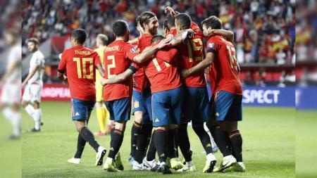 Sergio Ramos dan kolega merayakan gol pada pertandingan Spanyol vs Kepulauan Faroe di Kualifikasi Euro 2020, Senin (09/09/19). - INDOSPORT