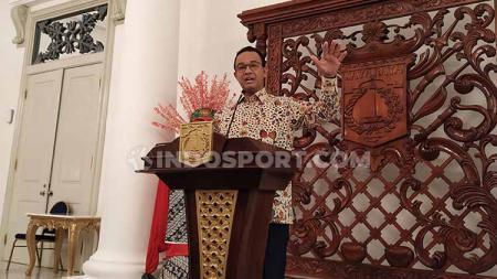 Gubernur DKI Jakarta, Anies Baswedan, janjikan stadion baru untuk Persija Jakarta tahun depan. - INDOSPORT