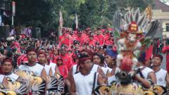 Indosport - Kemeriahan defile atlet dan official Porprov Bali XIV di Tabanan, Senin (9/9/19).