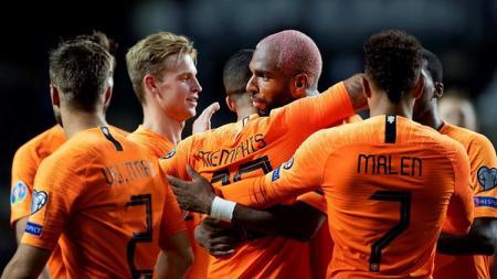 Pemain Belanda, Ryan Babel, merayakan gol ke gawang Estonia pada match day 6 Kualifikasi Euro 2020 Grup C, Selasa (10/09/19) dini hari WIB, di A. Le Coq Arena - INDOSPORT