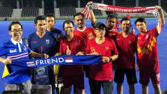 Indosport - Pendukung Timnas Indonesia dan Thailand gelar jumpa damai jelang bentrokan kedua kubu di Kualifikasi Piala Dunia 2022