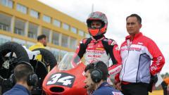 Indosport - Pembalap asal Indonesia, Andi Farid Izhar atau yang akrab disapa Andi Gilang sedang mempersiapkan diri untuk gelaran Moto2 di Spanyol.