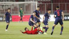 Indosport - Permainan Timnas Indonesia yang mengecewakan saat melawan Thailand membuat suporter menyorakkan kekecewaan ke PSSI.