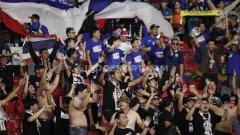 Indosport - Suporter Thailand yang hadir langsung ke Stadion GBK, Selasa (10/09/2019).