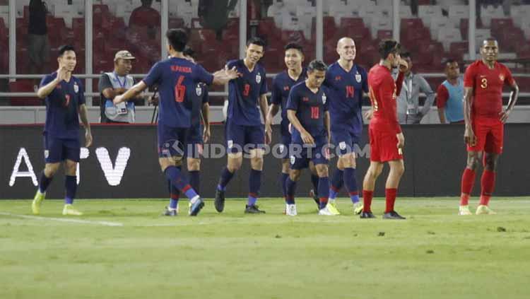 Para pemain Thailand berselebrasi usai mencetak gol, Selasa (10/09/2019). Copyright: Herry Ibrahim/INDOSPORT