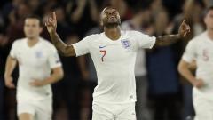 Indosport - Penyerang Timnas Inggris, Raheem Sterling, merayakan golnya ke gawang Kosovo di Kualifikasi Euro 2020.