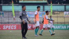 Indosport - Suasana latihan pemain PSMS Medan bersama Jafri Sastra di Stadion Teladan.