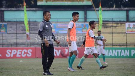 Suasana latihan pemain PSMS Medan bersama Jafri Sastra di Stadion Teladan. - INDOSPORT