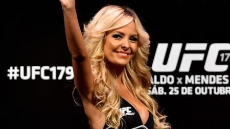 UFC diminta menghapus ring girls demi menghormati wanita. - INDOSPORT